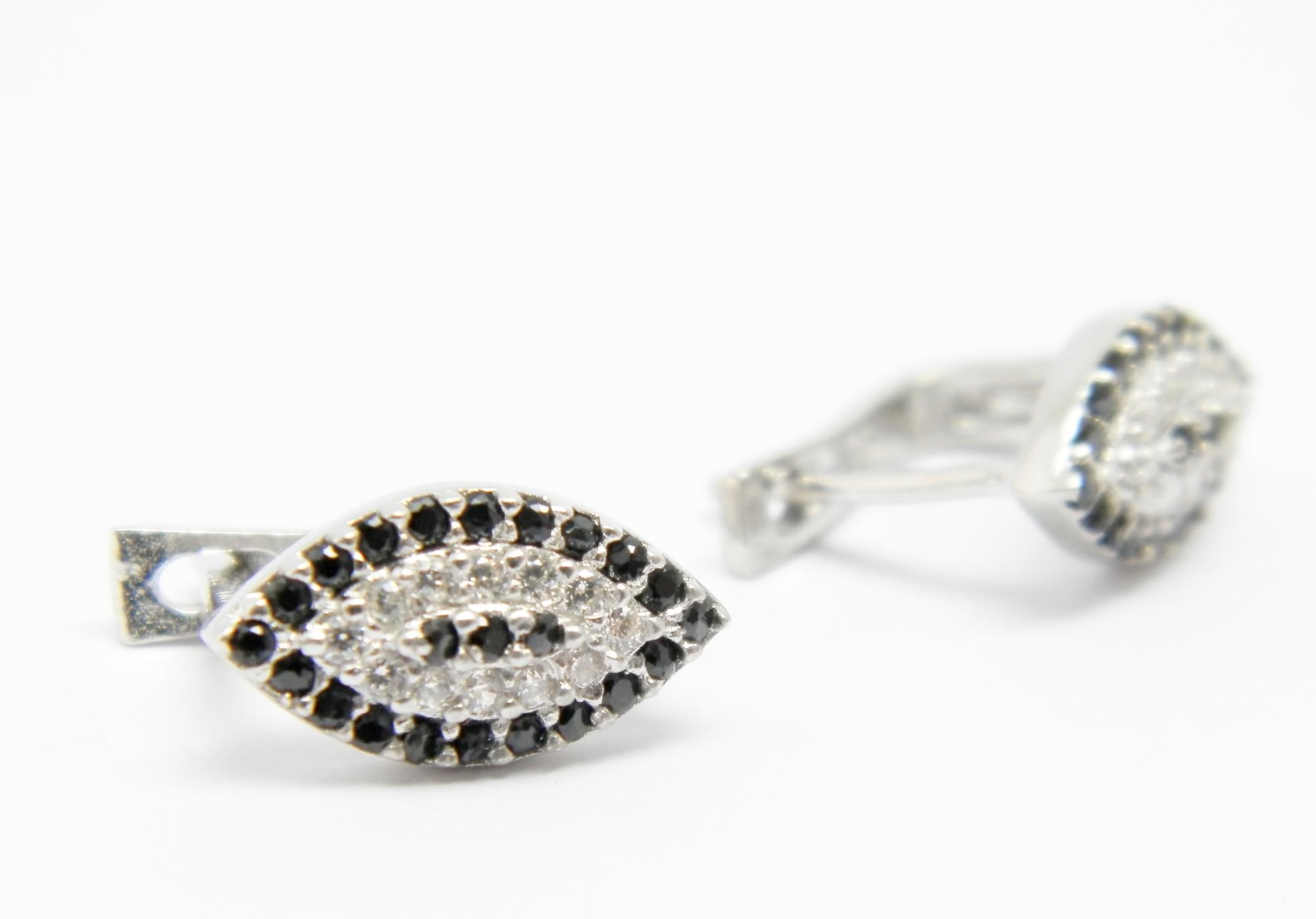 925/1000 stříbrné náušnice s černými a bílými zirkony Třetí oko