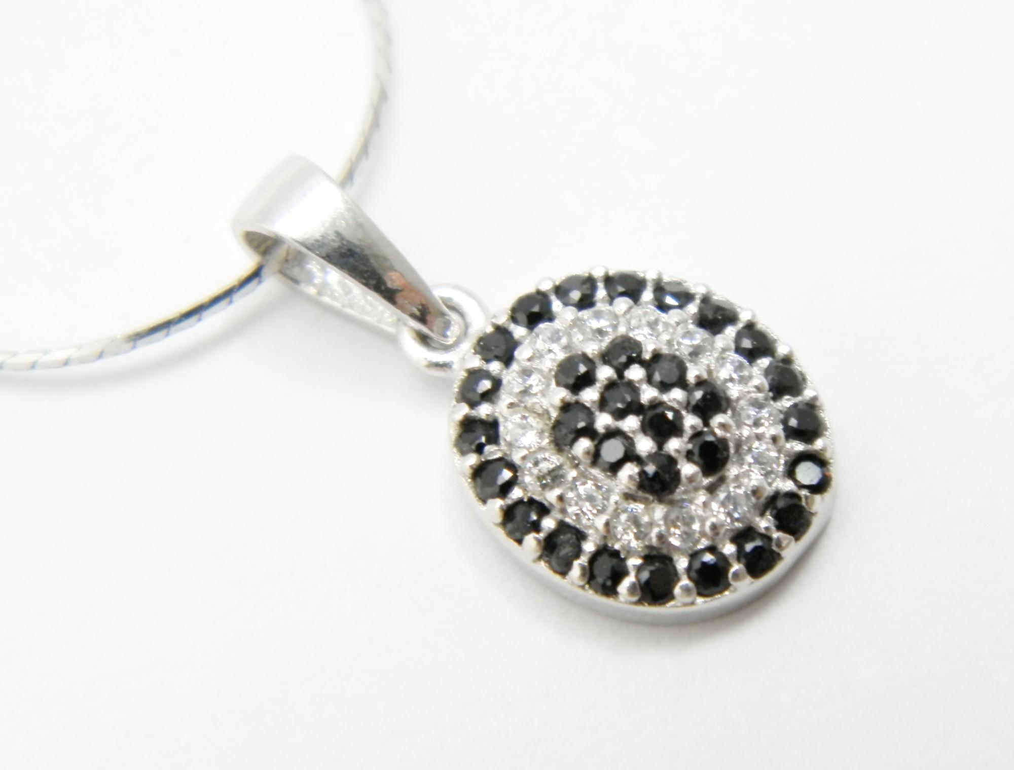 Stříbrný přívěsek s černými a bílými zirkony Ovál