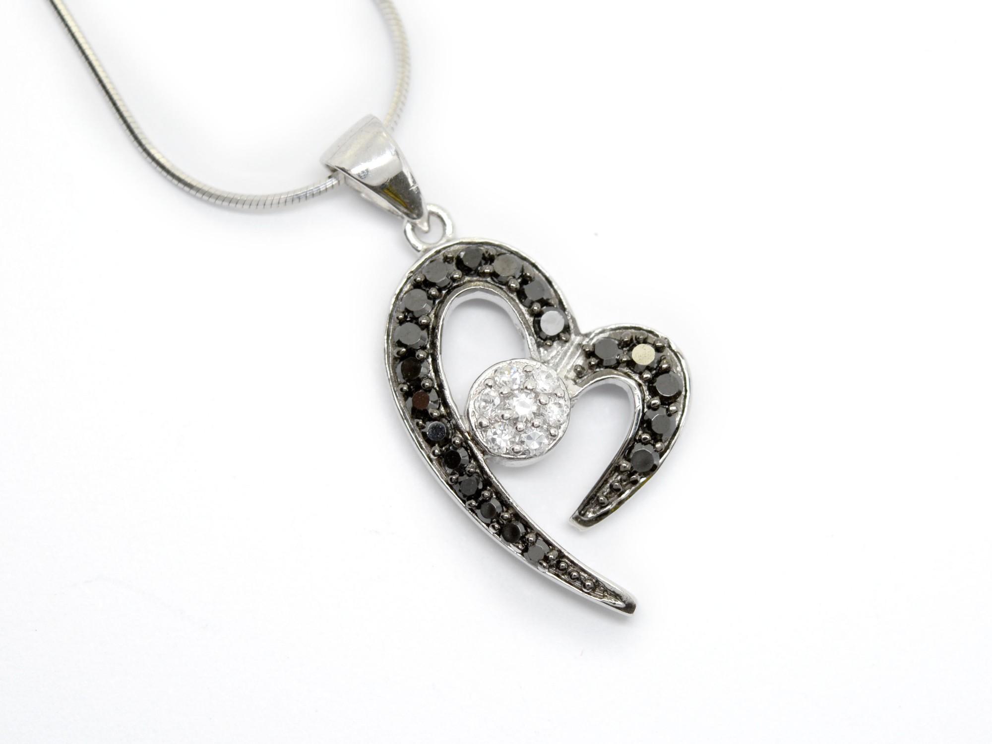 stříbrný přívěsek se zirkony Linie srdce