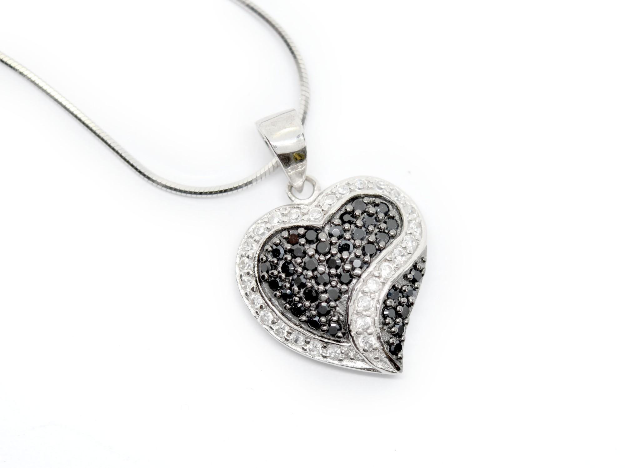 stříbrný přívěsek se zirkony Hvězdné srdce