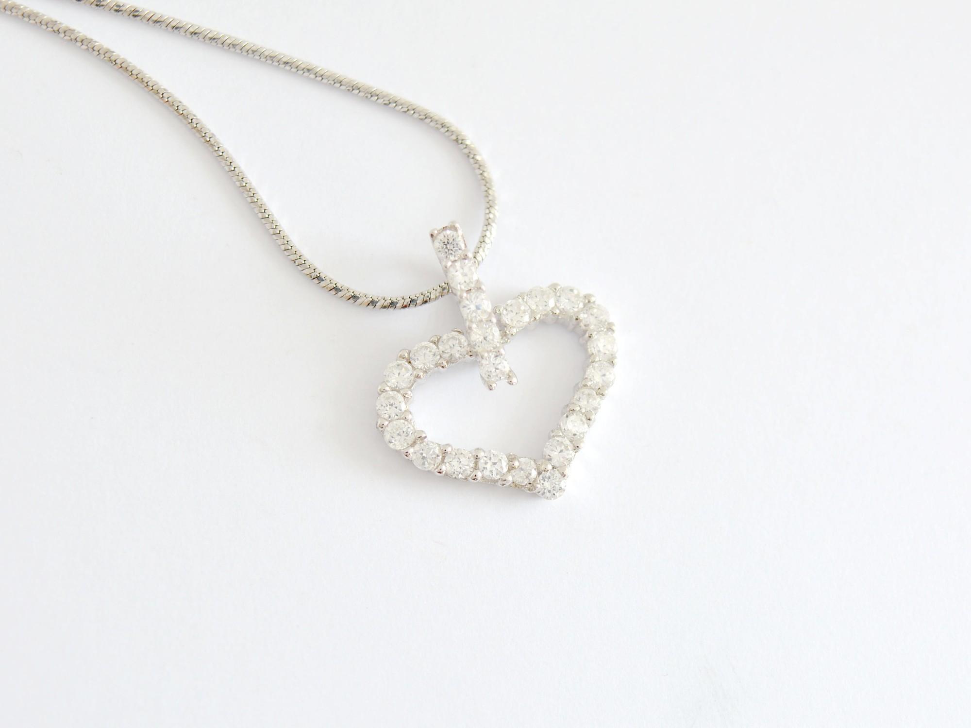 Stříbrný přívěsek se zirkony srdce Vyznání lásky