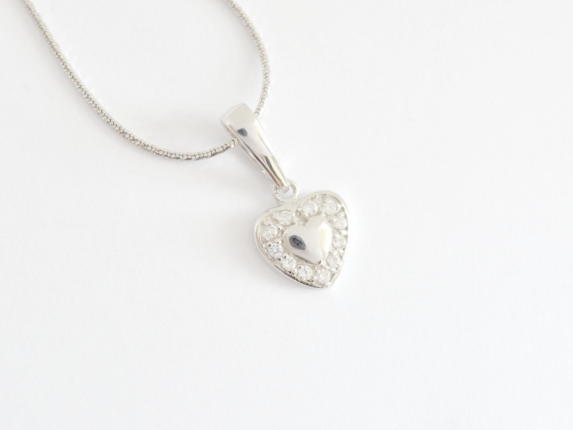 Stříbrný přívěsek se zirkony Příběh lásky