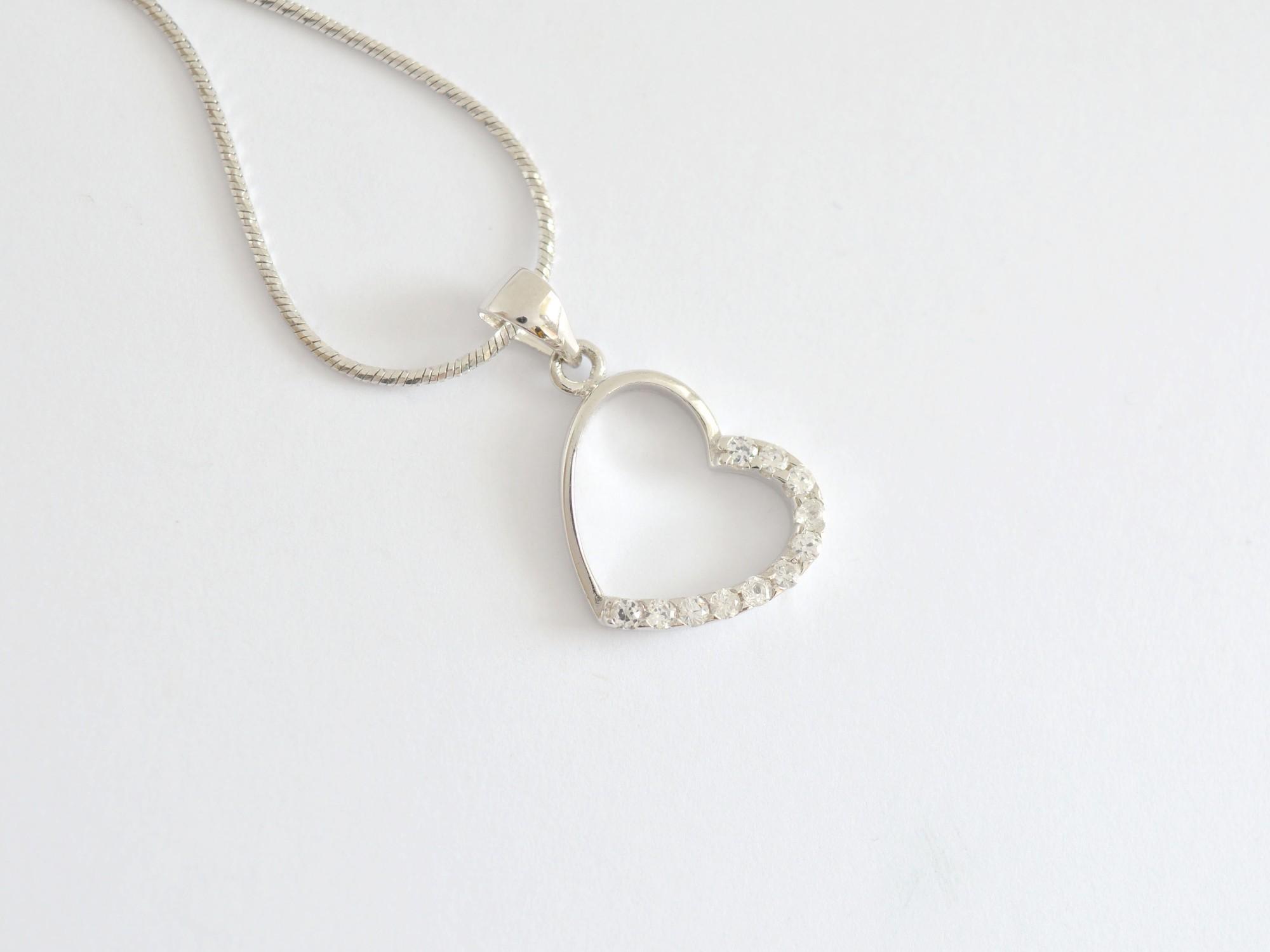 Stříbrný přívěsek se zirkony srdce Vášnivé srdce