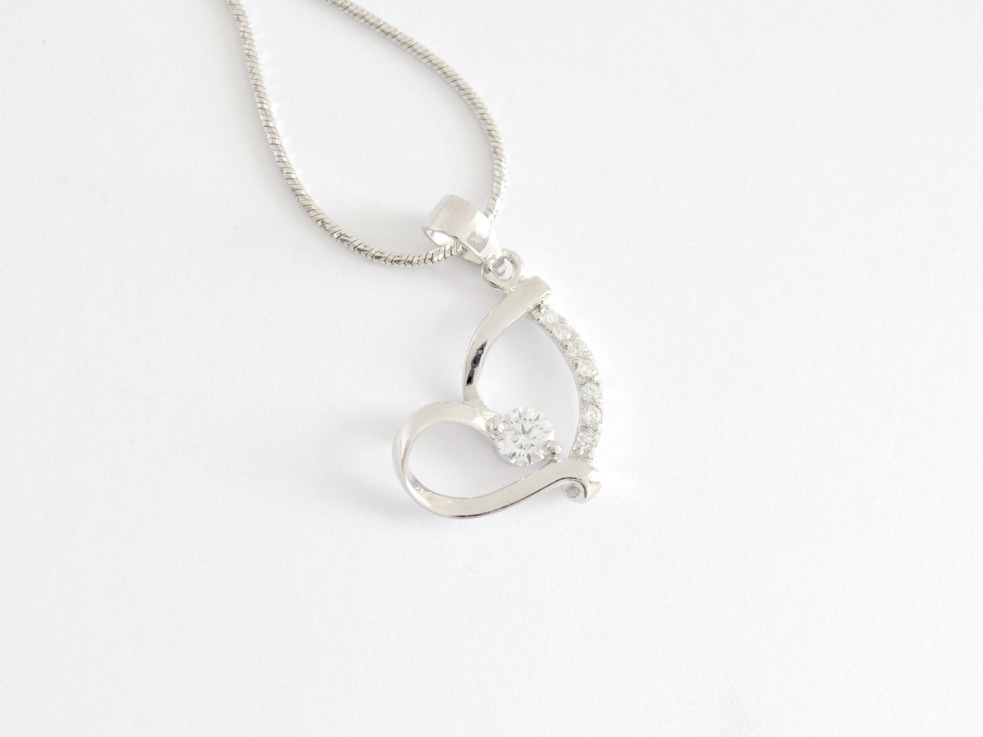 Stříbrný přívěsek se zirkony srdce Věčná láska
