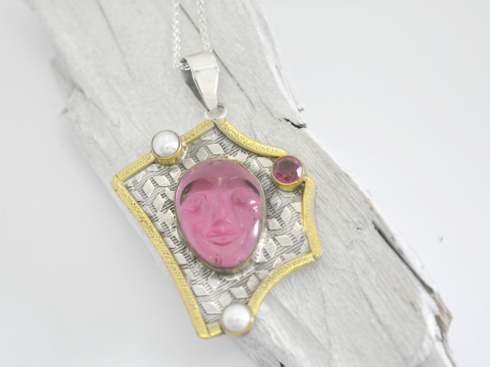 stříbrný přívěsek s perlami Portrét