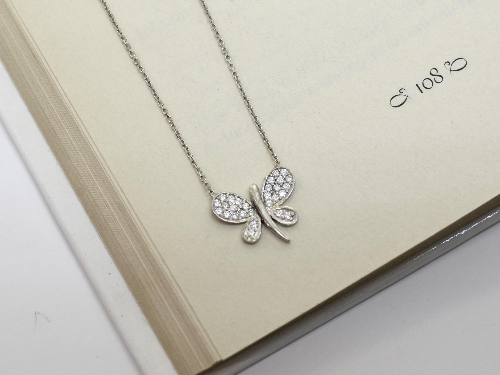 stříbrný náhrdelník se zirkony Motýlek