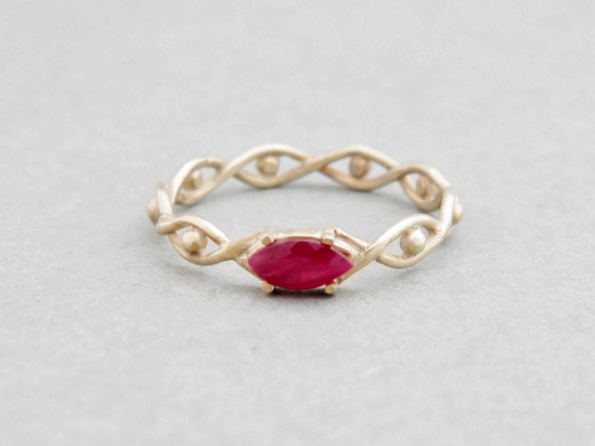 585 zlatý prsten s přírodním rubínem Oko