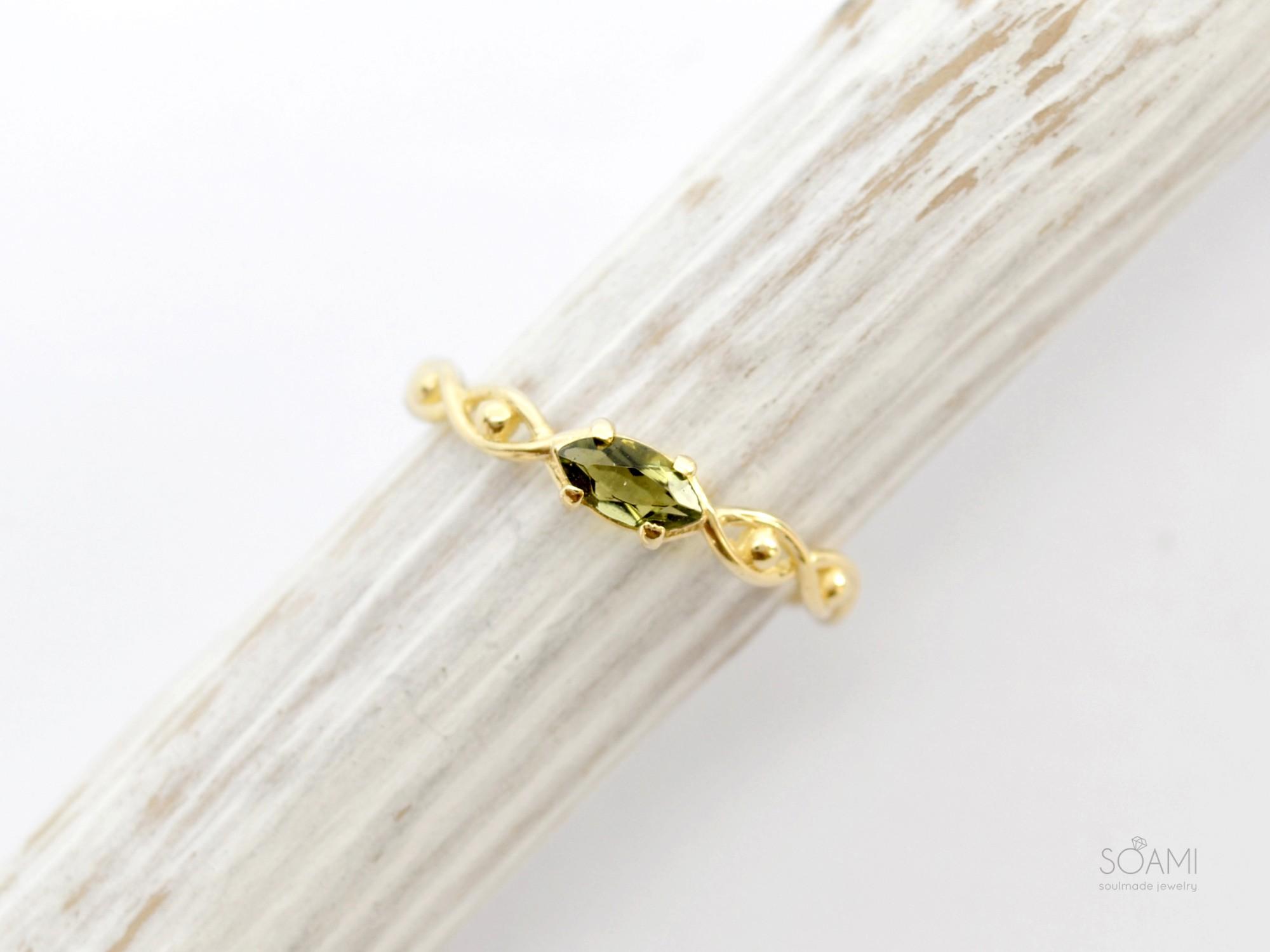 585 zlatý prsten s přírodním vltavínem Oko