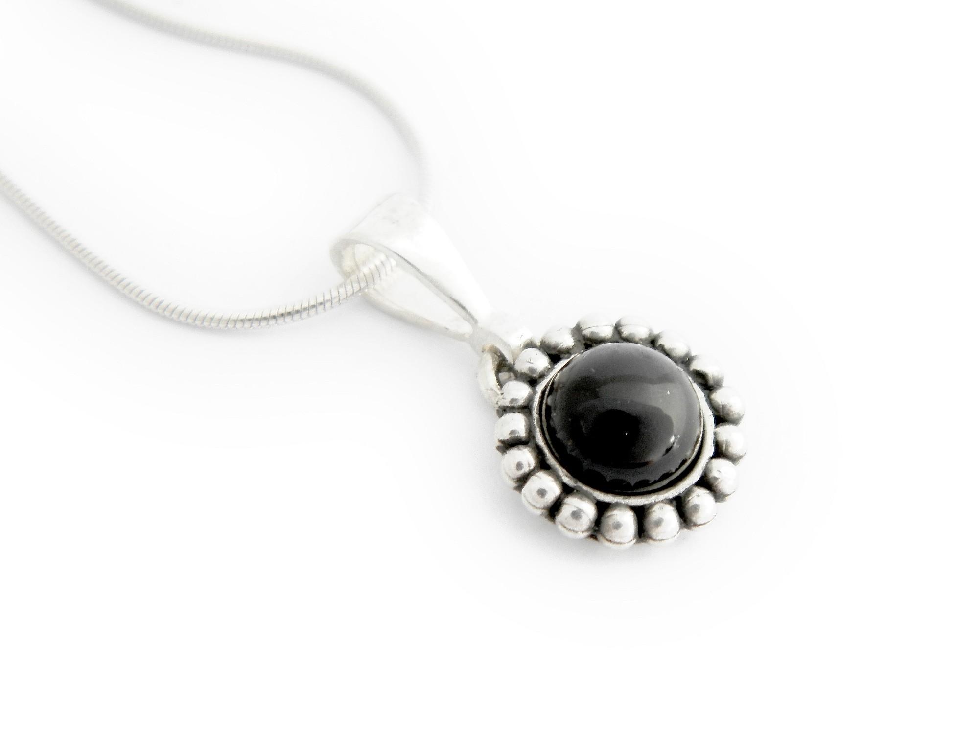 stříbrný přívěsek s přírodním černým onyxem Tina