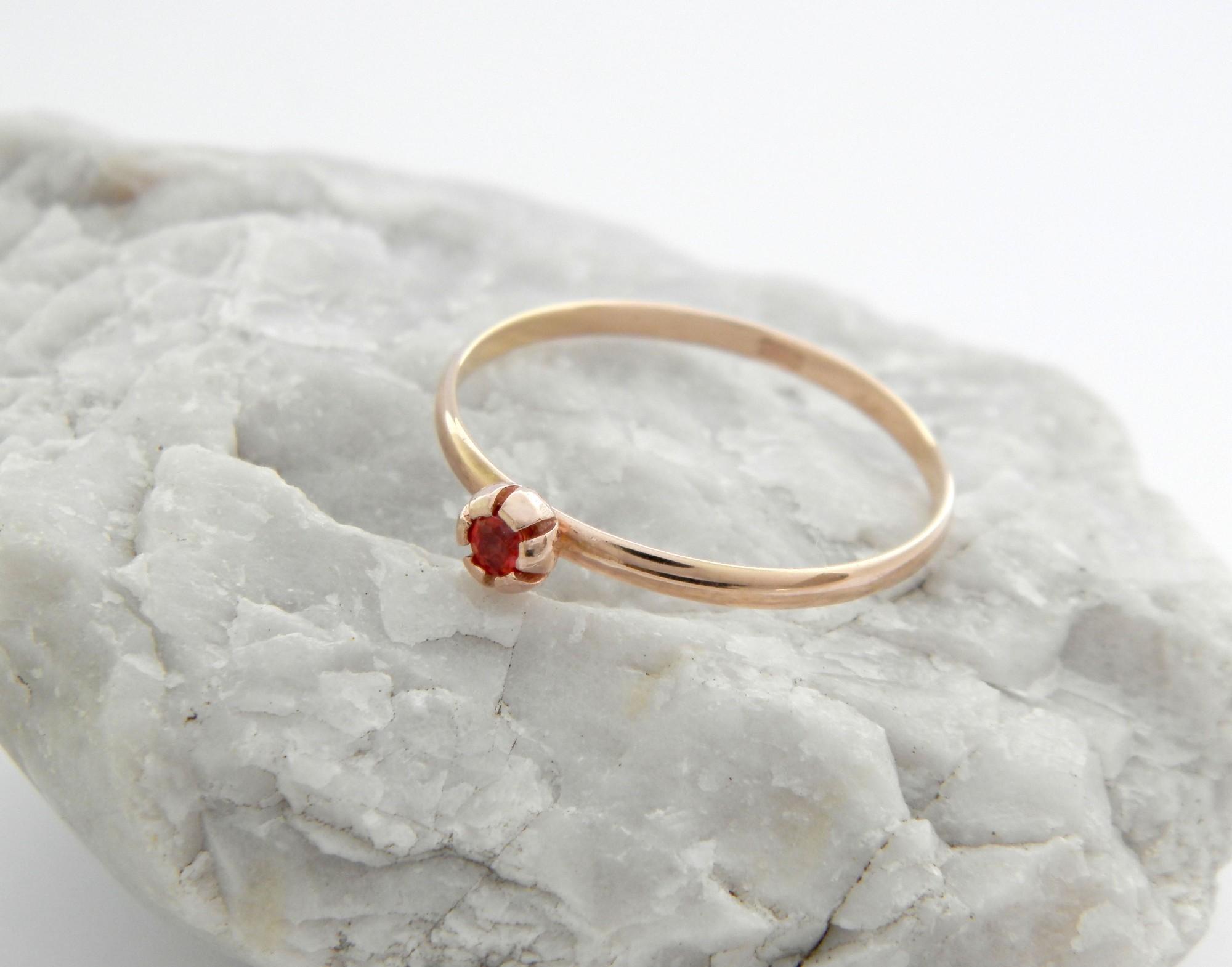 zlatý prsten s přírodním rubínem Red, růžové zlato 585
