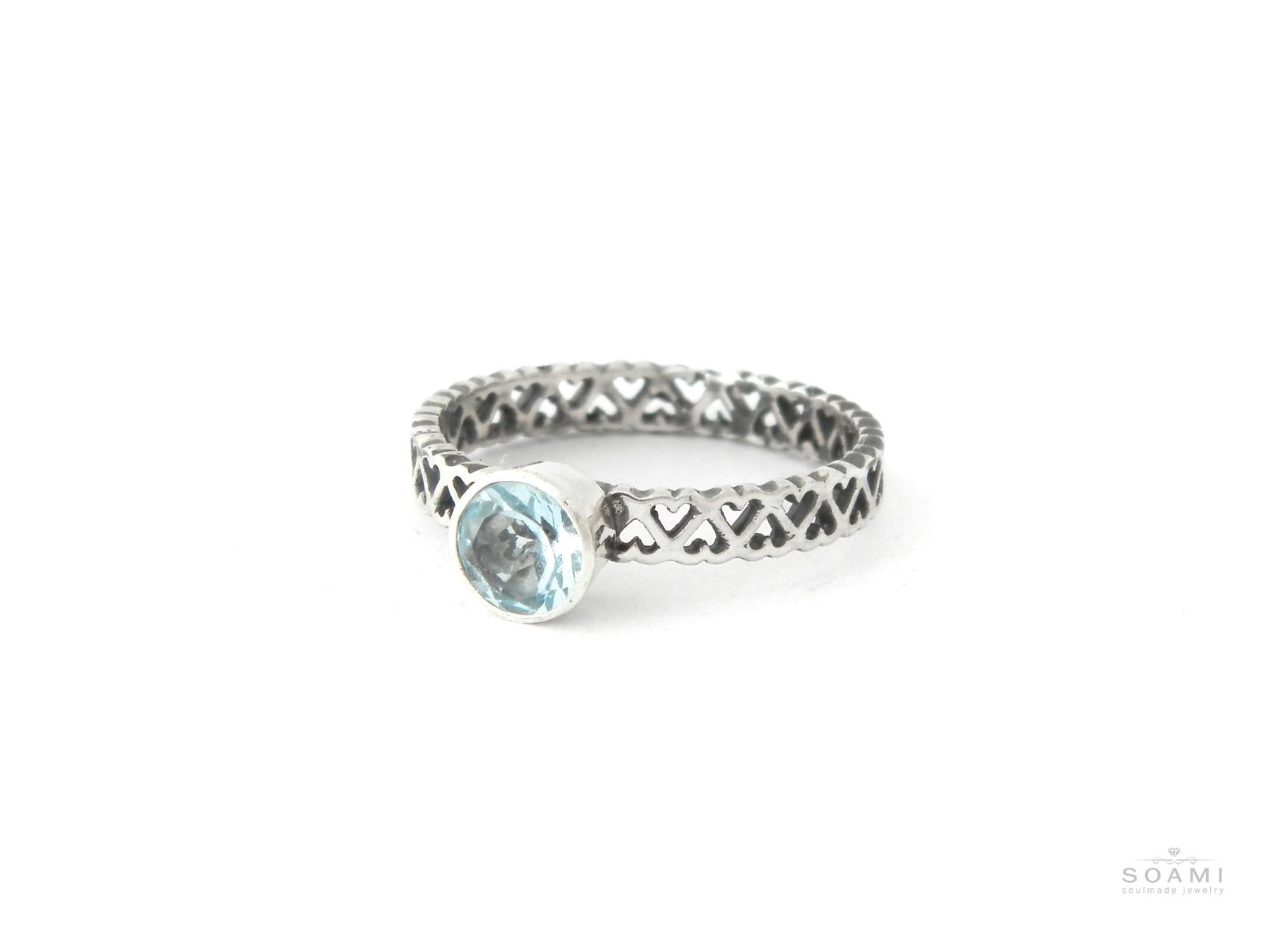 stříbrný prsten s přírodním modrým topazem Srdiečka