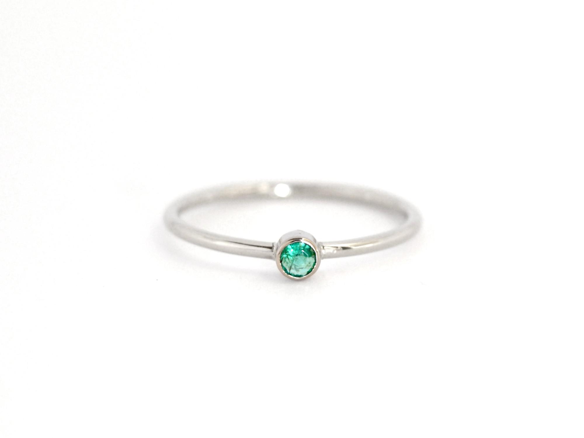 585 zlatý prsten s přírodním smaragdem