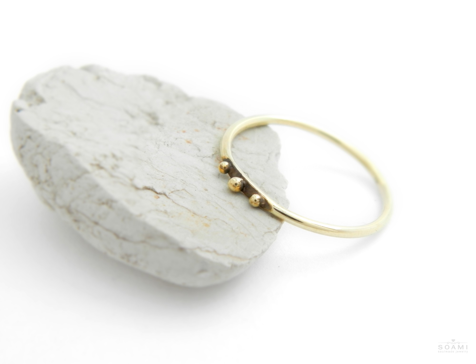 585 zlatý prsten s kuličkami Tři tečky