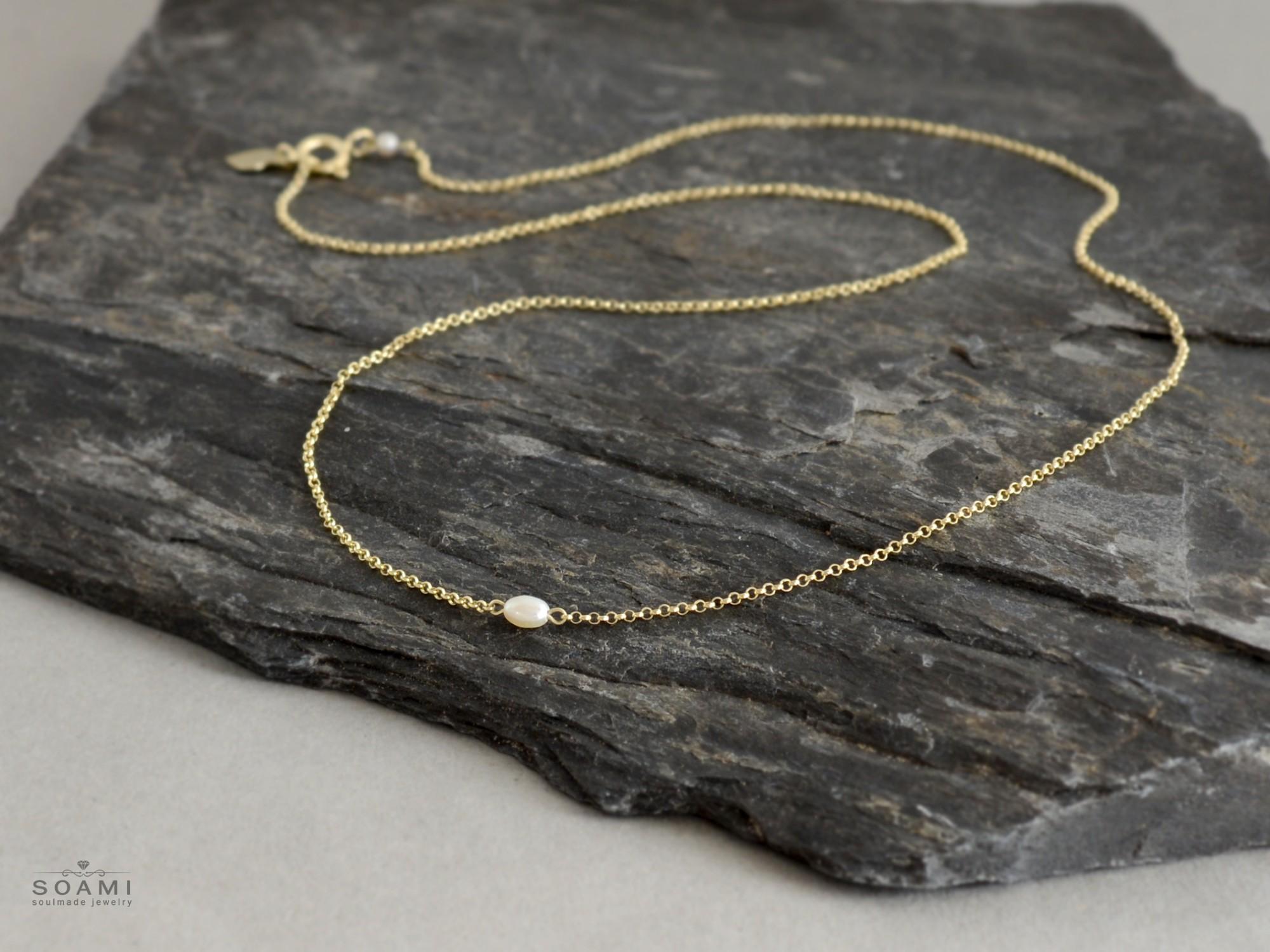 zlatý náhrdelník s perlou