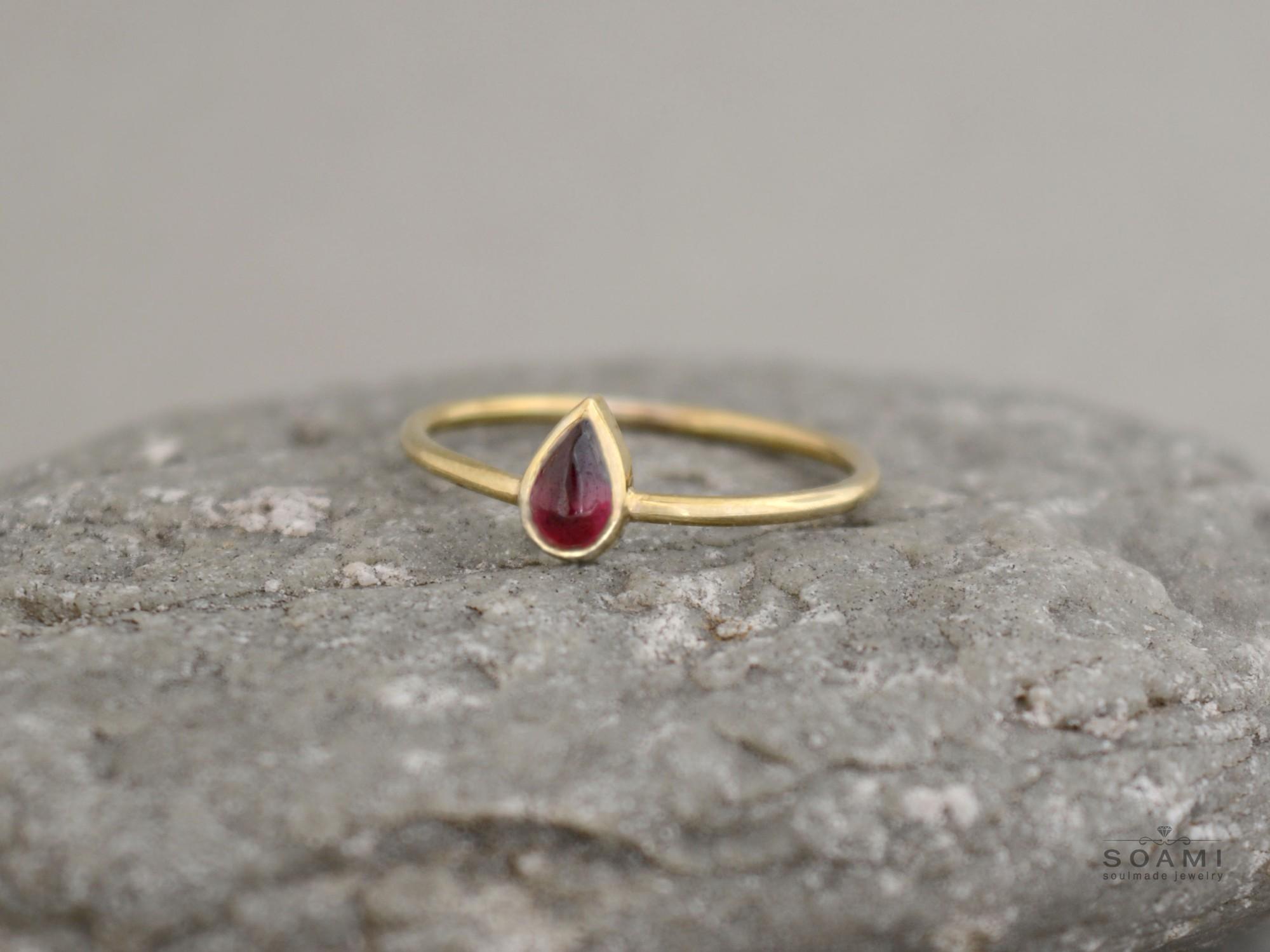 zlatý prsten s granátem Kapka