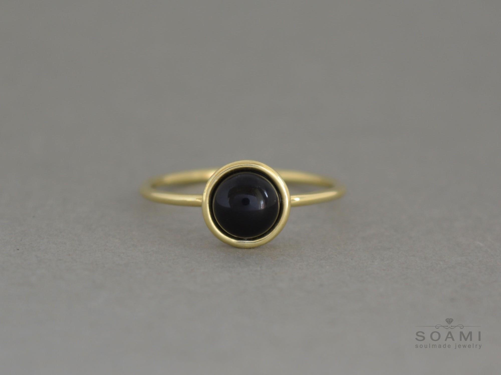 prsten s černým onyxem Abby, zluté zlato 585, přírodní onyx