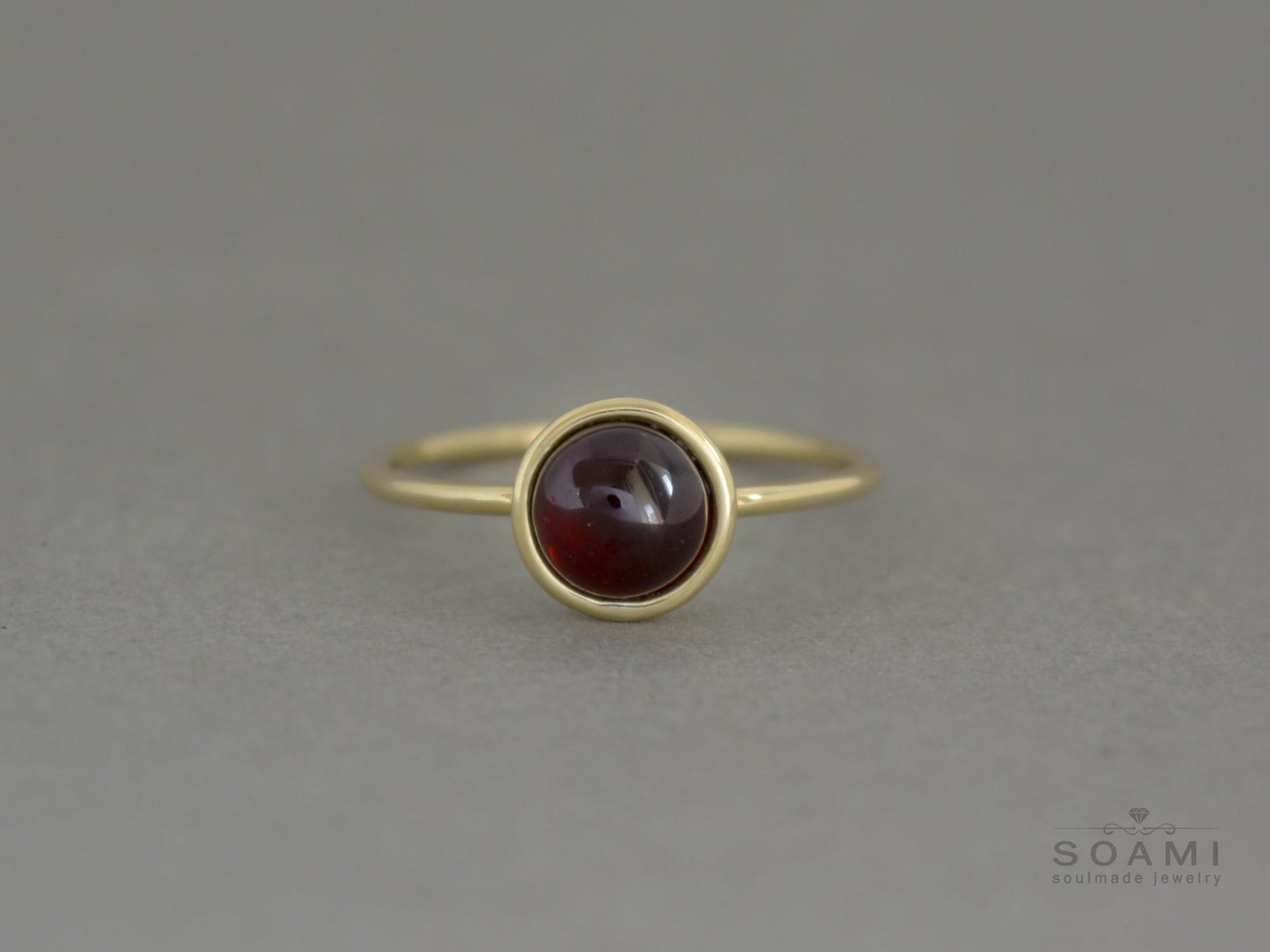 zlatý prsten s granátem Gali