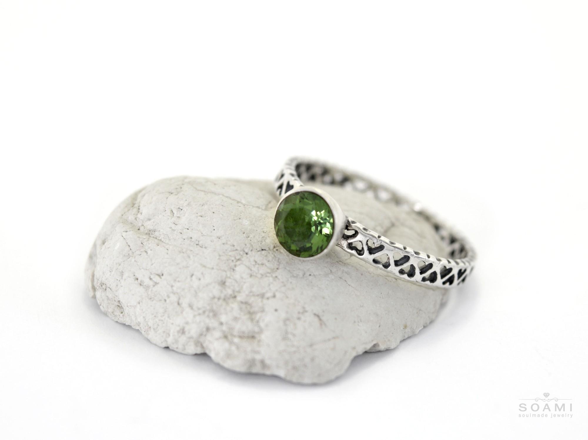 stříbrný prsten s přírodním vltavínem Gani