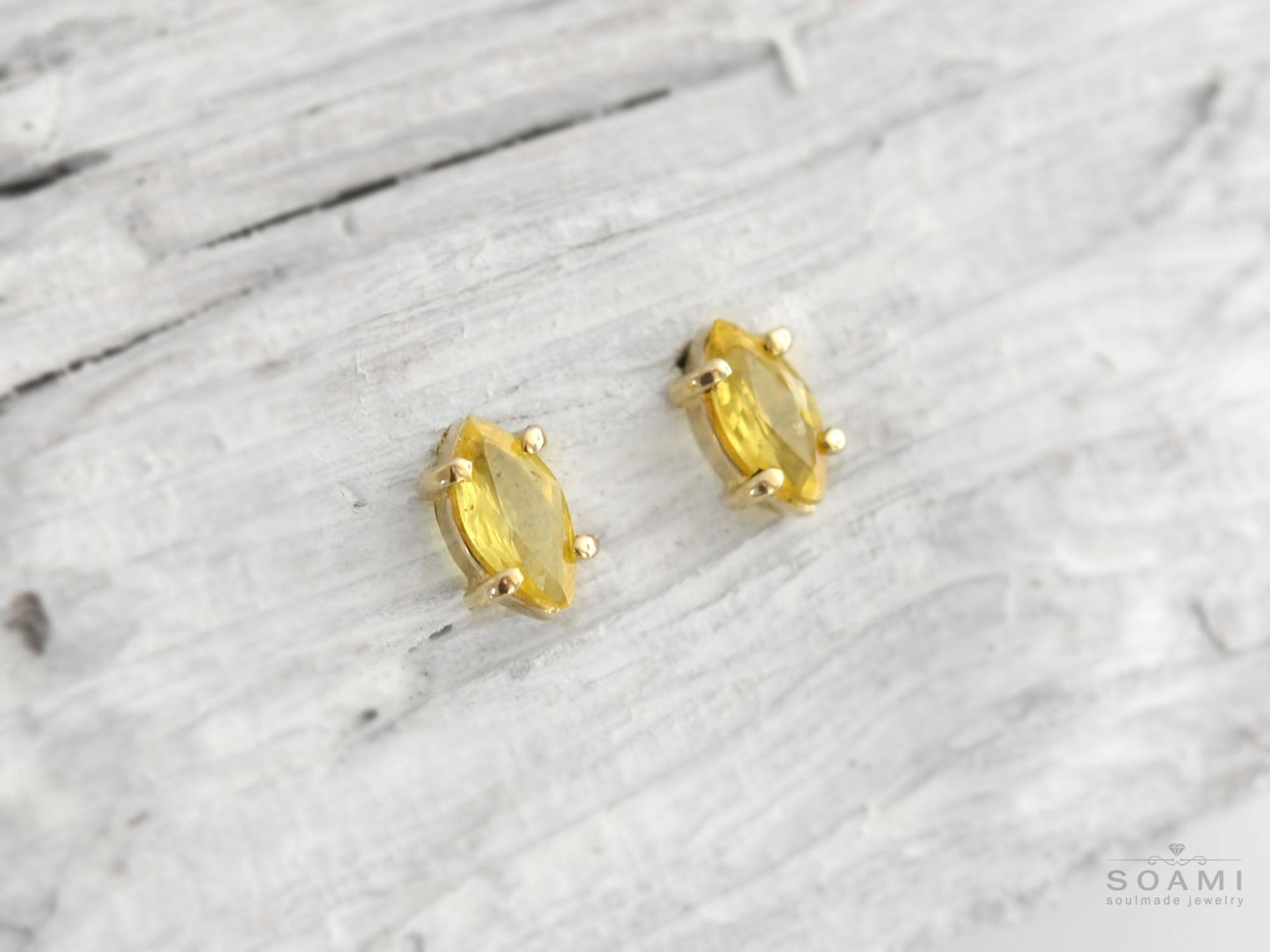 zlaté náušnice s přírodním žlutým safírem Oko