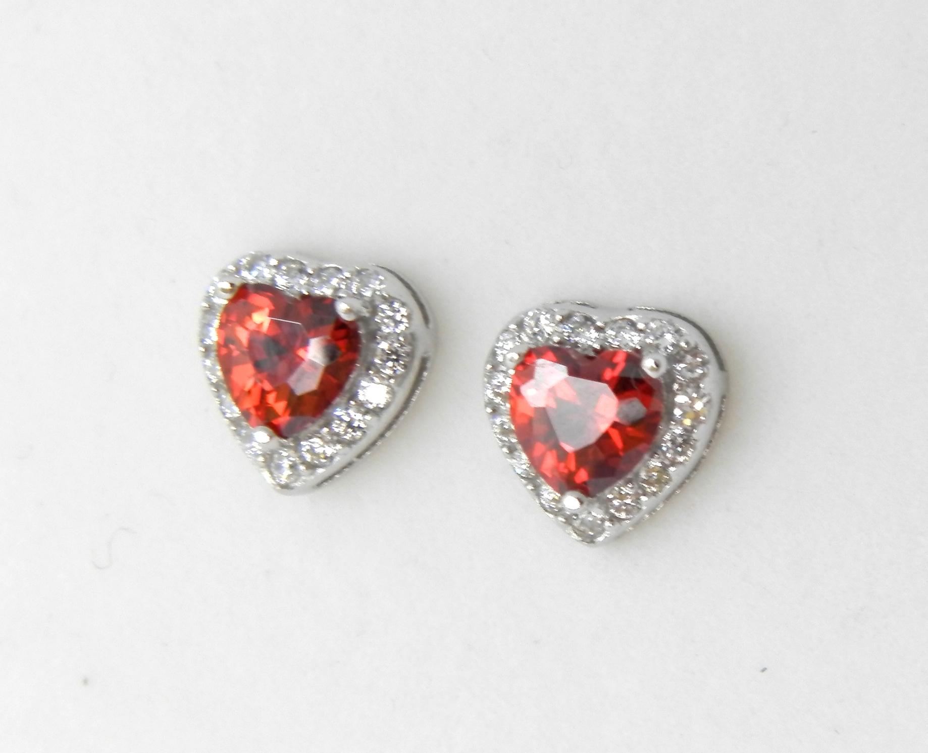 stříbrné náušnice s červenými zirkony Rubínově srdce